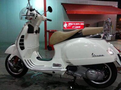 Εκλάπη PIAGGIO VESPA GTS 300 πινακίδα ΤΖΧ894 χρώμα λευκό με μπαγκαζιέρα λευκή ,παρμπριζ, και διπλή σέλα καφέ-μουσταρδί Μηχανή- Μενεκράτους 100
